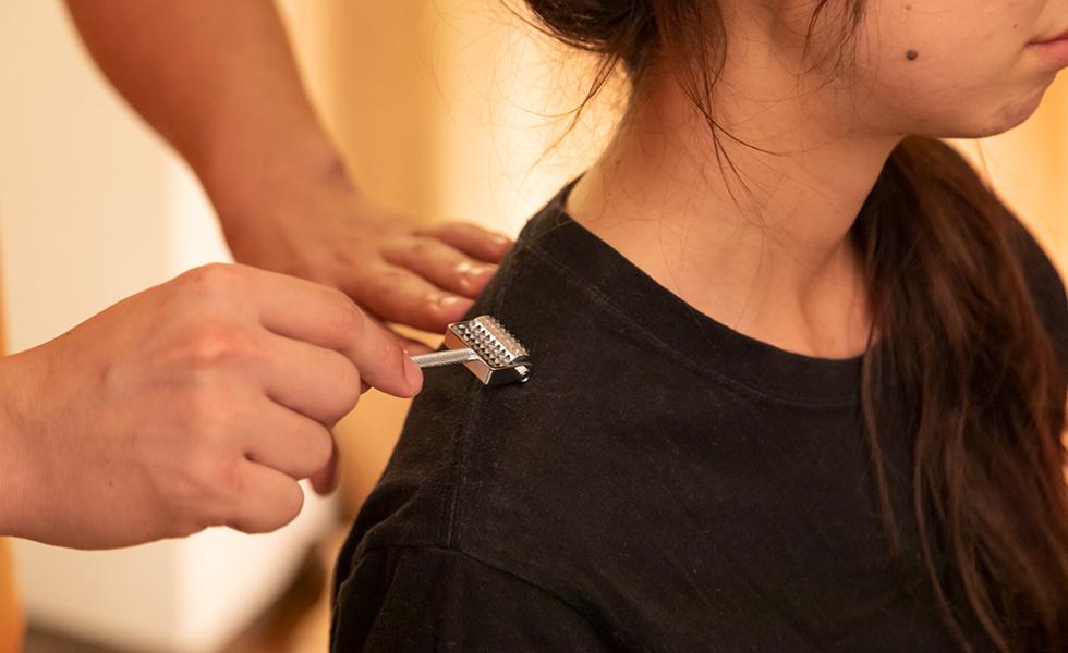刺さない鍼